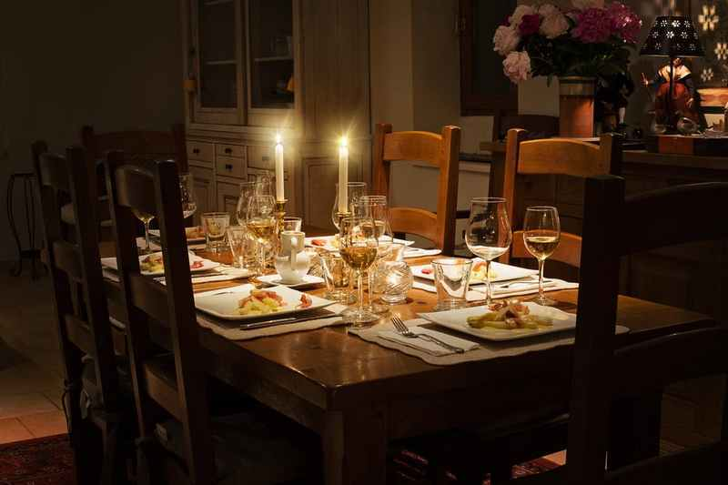 互联网人回老家上餐桌,如何向亲戚朋友解释自己的工作?