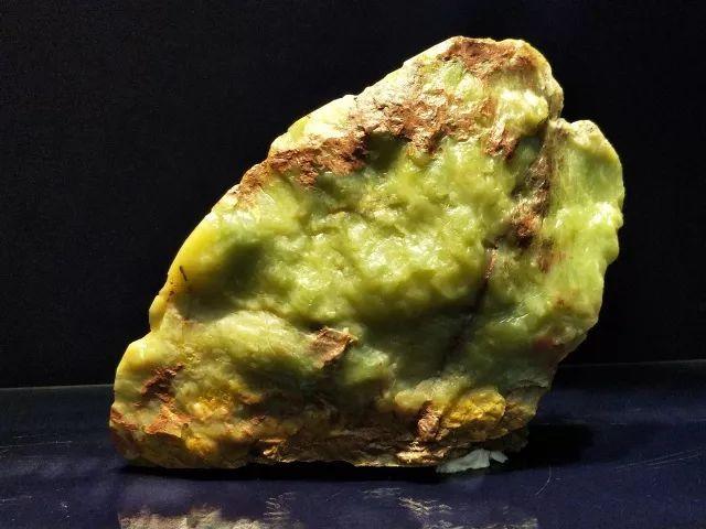 原石创意雕件图片