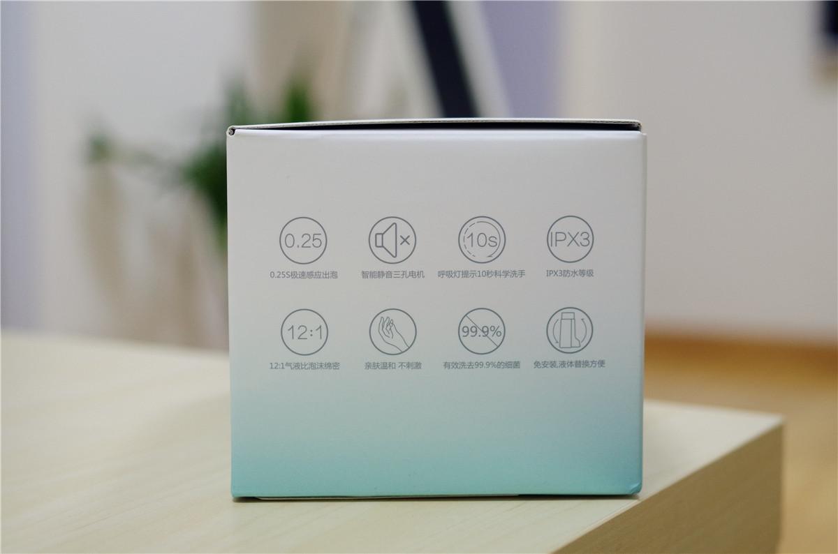 包装内侧以图文方式介绍了洗手机的使用和洗手液的安装说明,内赠三节