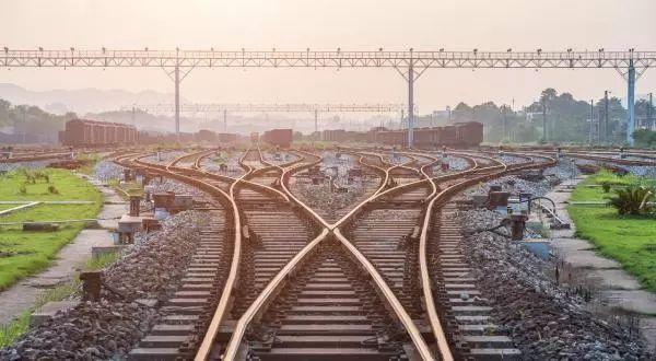 圆桌丨地方探路倒逼铁路改革深入推进
