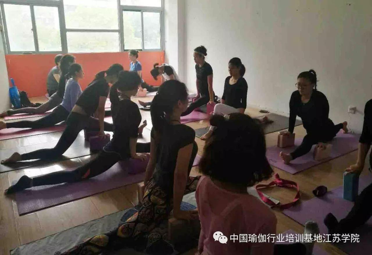 理疗瑜伽,让肩颈问题站一边去图片
