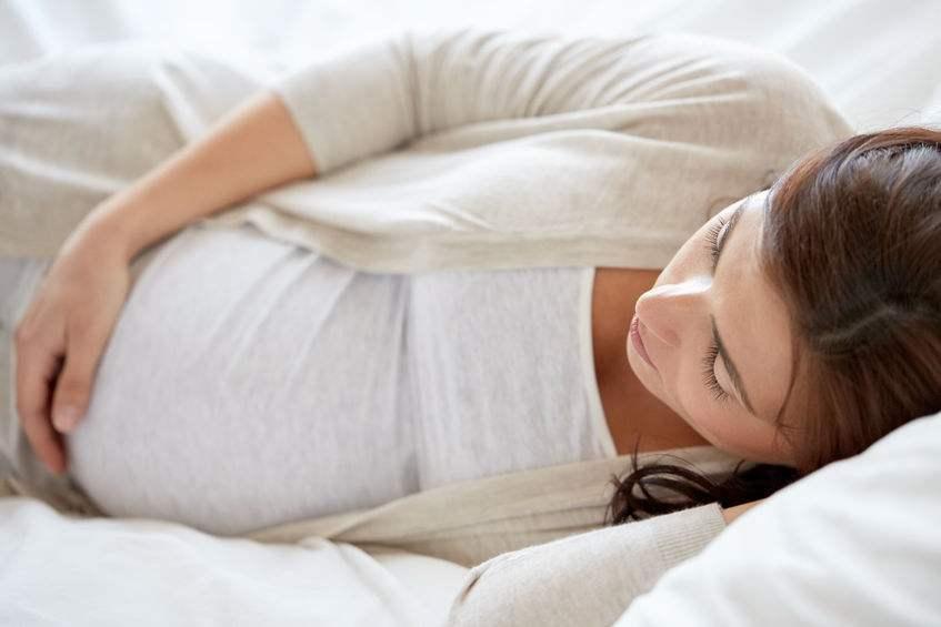 孕期这样睡觉会导致胎儿缺氧!