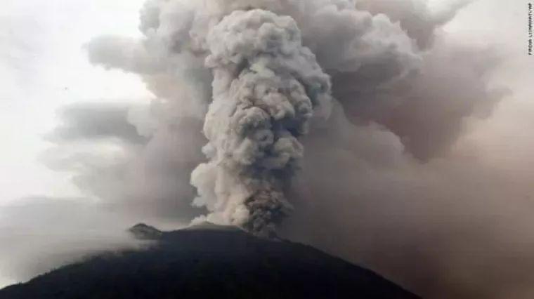 冒烟的阿贡火山-巴厘岛火山爆发,近期去旅游安全吗