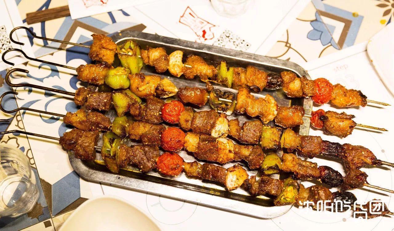 舍撸_3 西北吊炉烤串 羊肉大串 12/串 牛肉大串 14/串 来撸舍撸串,就是要
