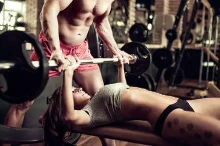 为什么练出了八块腹肌,依旧没有女生陪你睡?