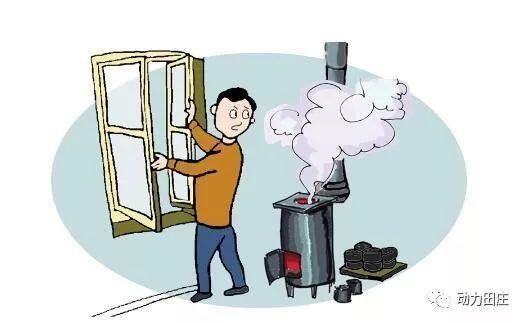 二、预防一氧化碳中毒 冬季取暖还特别要预防一氧化碳中毒,一定要注意以下几方面: 夜晚睡觉要将取暖煤炉的煤炭烧尽,不要闷盖,煤炉要安装烟筒。燃气热水器或煤气、燃煤、燃油设备等不应该放置于居住的房间或通风不良处,宜经常保持室内良好通风状况。自动点火的煤气具在连续未点燃时,应稍等片刻,让放出的煤气放散后再点火。注意检查连接煤气具的橡皮管是否松脱、老化、破裂、虫咬。不要躺在门窗紧闭、开着空调的汽车内睡觉,空调车在停驶时开空调切不可将车窗全部关闭。火锅店等就餐场所和加工场所都应做好通风换气工作。