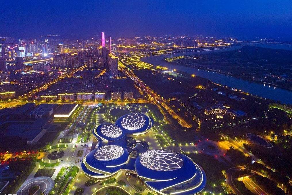 上海位于全国经济总量_上海往全国辐射线条图