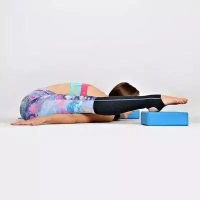 卧龟式做法 简单瑜伽消除双下巴图片