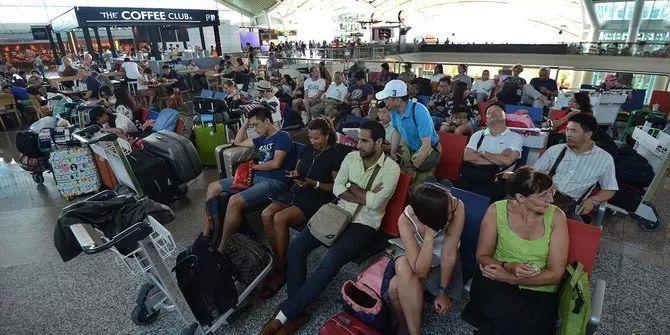 旅游--火山喷发!1.7万中国游客被困巴厘岛,东航4架飞机紧急飞赴,协助中国游客回国