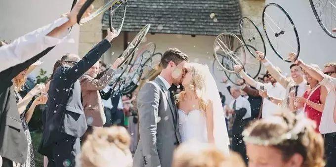 嫁人就嫁骑车男!