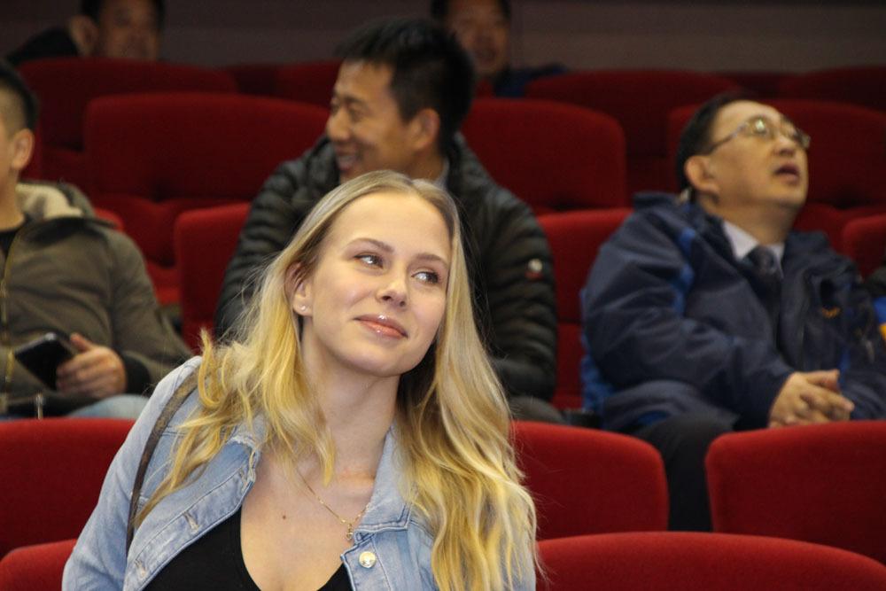 山东胜广东莫泰得两双 这么漂亮的妻子谁想到有了娃才两个月