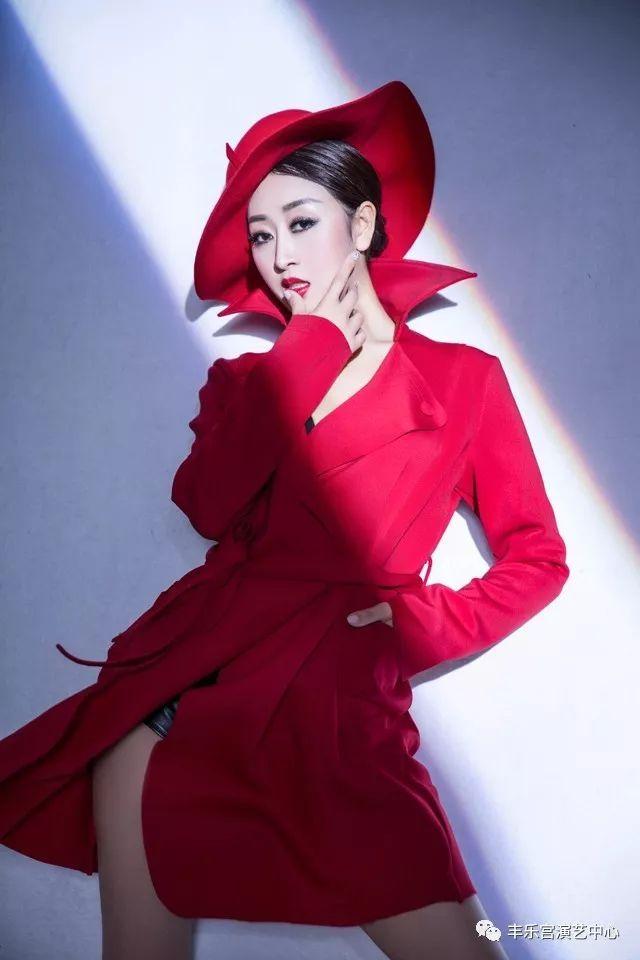 郑茜匀演唱的《姐要的是真爱》动感的旋律,在配上写实简练的歌词,一曲
