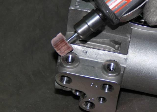 这个是压铸厂最传统的普遍采用的方式,采用锉刀(锉刀有人工锉刀和气动图片