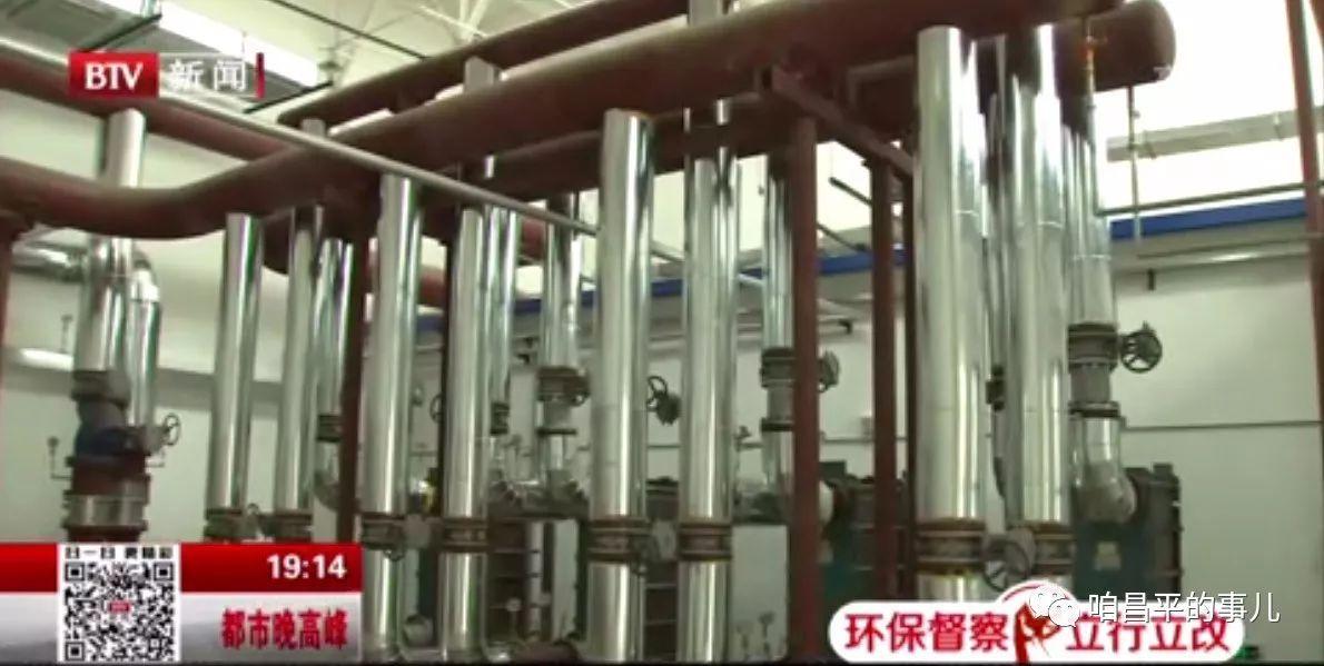现在记者看到,这家公司的燃气锅炉房整洁干净,原来锅炉房采用的10台共102蒸吨的燃煤蒸汽锅炉已经替换成现在的3台各25蒸吨的燃气热水锅炉,这承图片