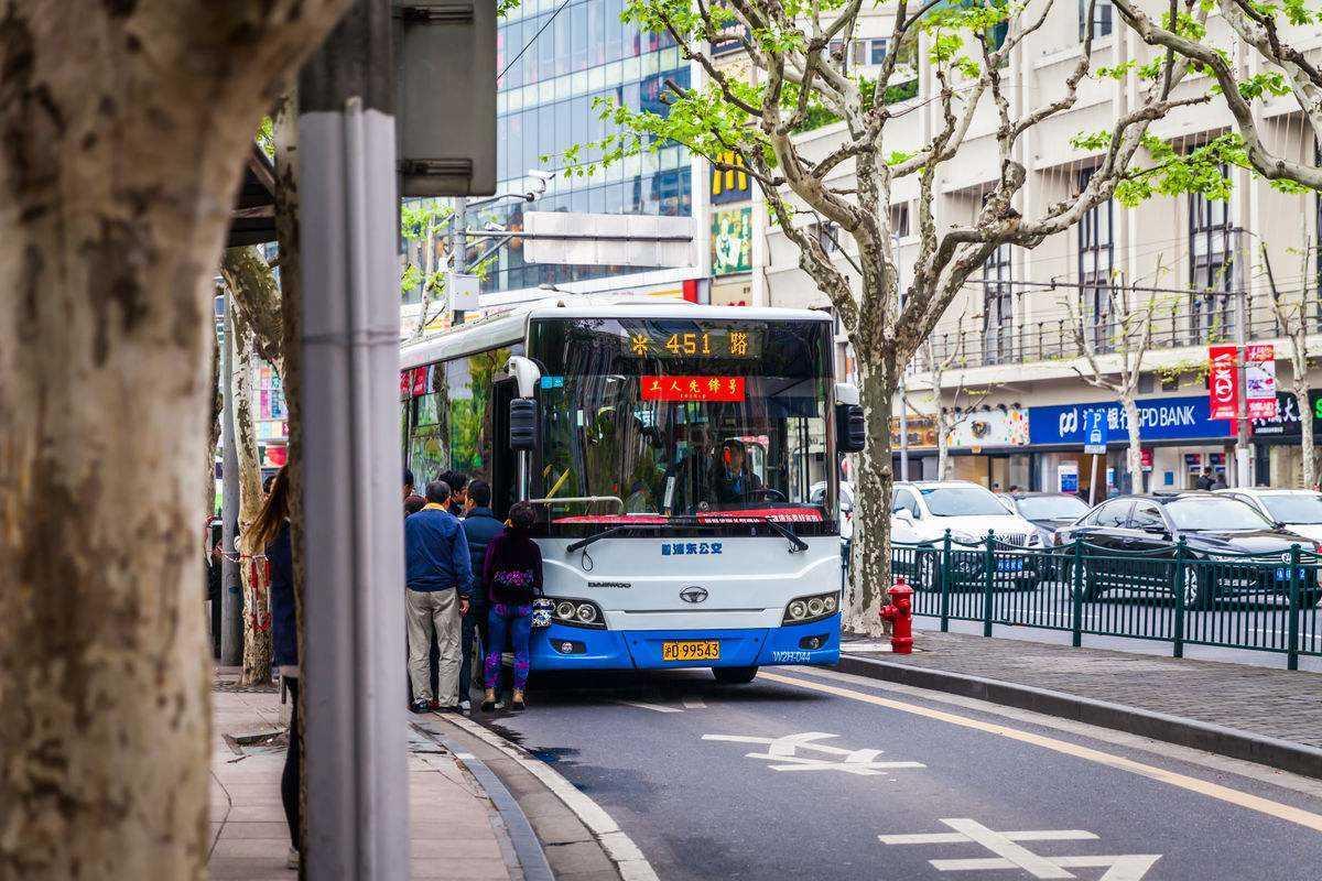 临沂27路公交车早晨几点运营?