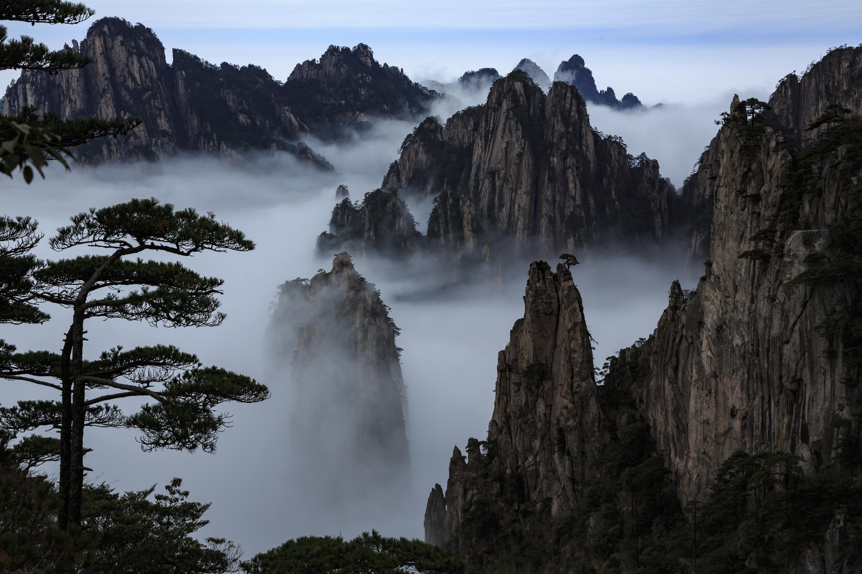 黄山_安徽黄山:孤峰绝顶 云烟竞秀
