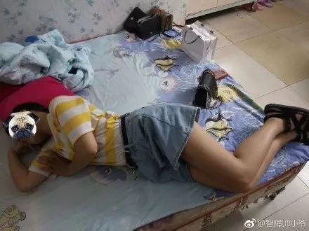 吉林圣鑫偷拍_妹妹偷拍哥哥奇葩睡姿~没错,亲哥哥!哈哈哈,笑到猪叫
