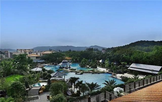 2平方公里,度假区有星级酒店,别墅温泉,高尔夫球场,罗三妹山组成的.天然银川观号壹湖图片