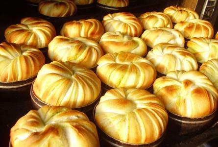 美食 正文  青海的中秋月饼却别具一格,与市场上销售的月饼迥然不同.