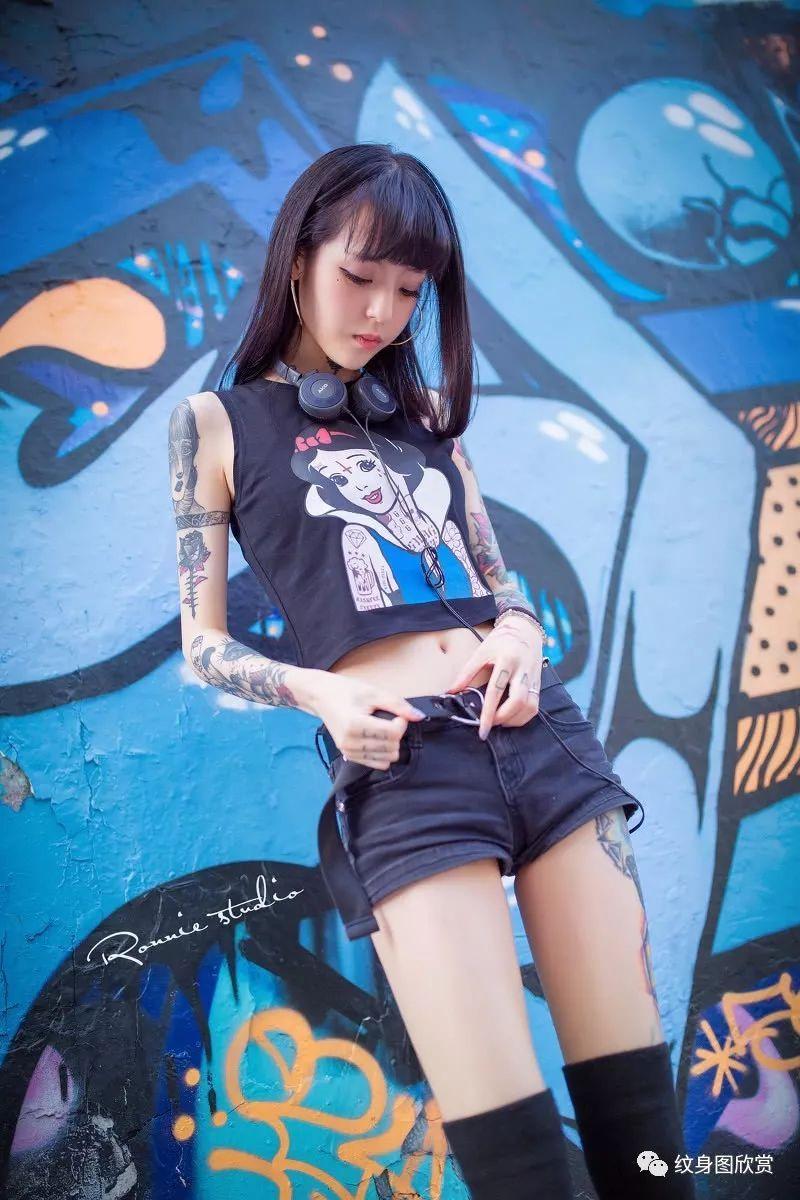 美女纹身 - 漂亮纹身妹子唯美写真图片图片