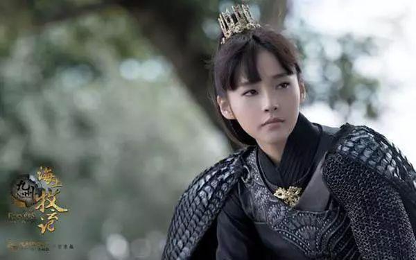 多年后,成年的硕风和叶再次见到牧云严霜,她依然是这个样子,穿上铠甲图片