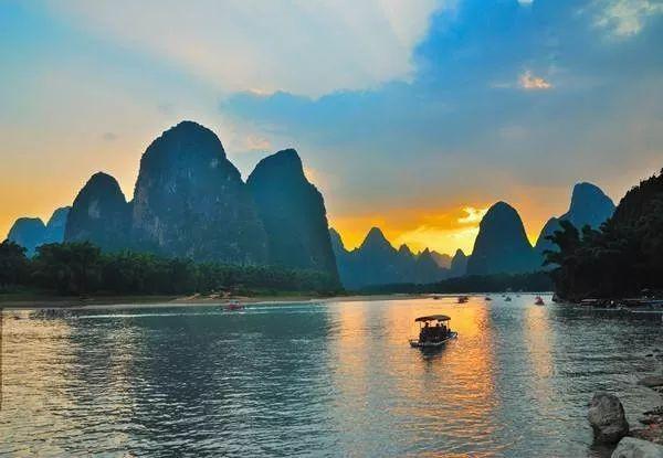 1 訾洲岛景区,桂林老八景之一,是唐代以来文人墨客寻访城徽象鼻山的