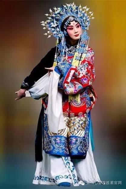 一代更比一代强:中国传统文化的优秀传承人和创新者 - 李胜素