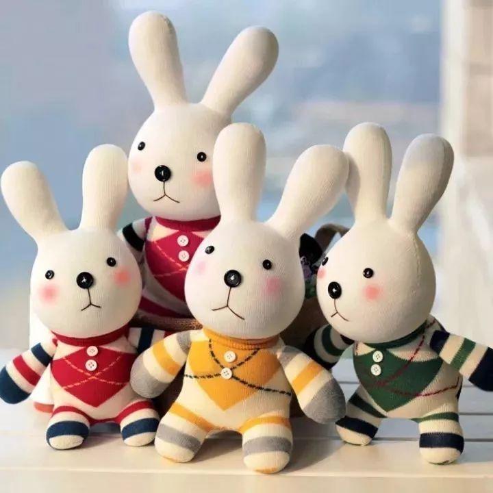 手工制作的动物形状玩偶 藏身在袜子娃娃的世界里 享受创意的同时