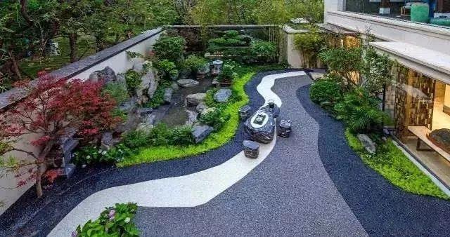 在处理植物景观设计的时候,不能只是片面重视植物本身的观赏性,而是