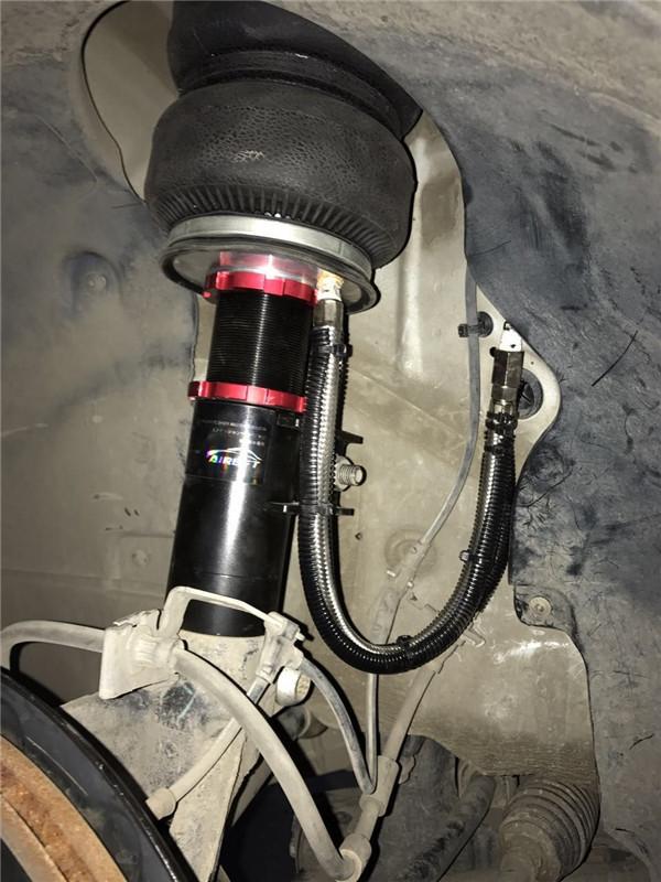 焦宏伟推荐 高尔夫七改装新款AIRBFT空气避震悬挂系统演绎时尚低姿态