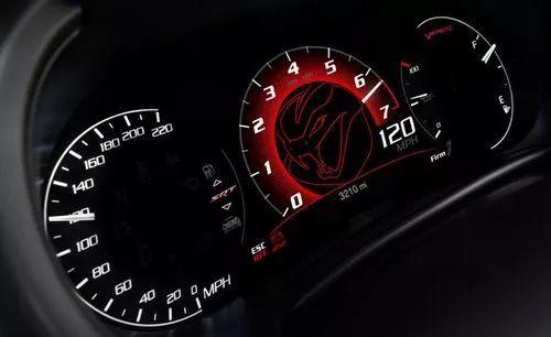 汽车 正文  作为一款经典跑车,保时捷911在仪表盘方面的设计同样与众