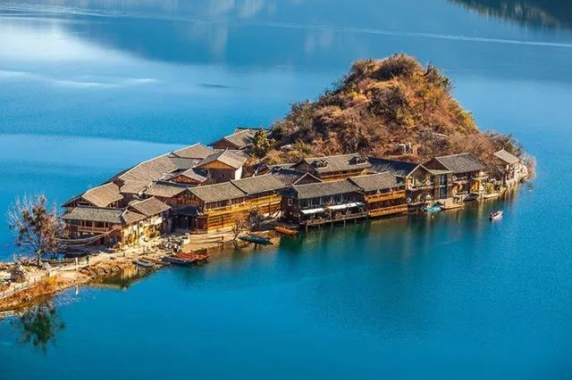 """比青海湖低调,比洱海静谧!这片""""天空之境"""",满足你对诗意的全部幻想!"""