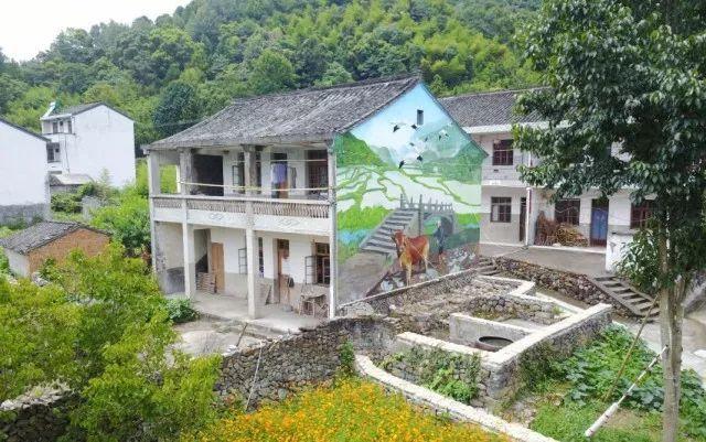 """旅游 正文  会上,还公布了奉化首批入选 """"省3a级景区村庄""""的7个村 ①"""