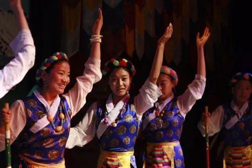 仙女节来啦!藏族美女可以向任何男士要红包!