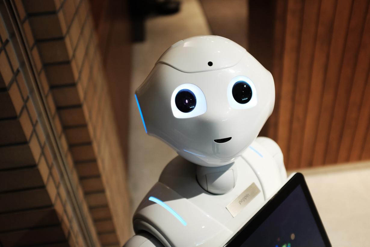 中�_正是在这个系列中,作者向我们介绍了机器人的三大法则,即人工智能如何