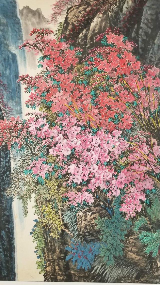 """""""热带雨林中动植物的多样性促使我采用大树,大花,繁复茂密,藤萝缠绕的"""