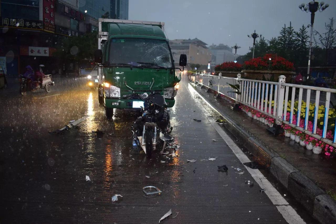交通事故那么多,为什么桂林警察蜀黍要把这三单拿出来图片