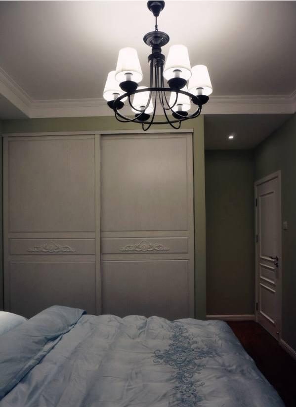 小夫妻的美式新房,客厅护墙板和壁纸最漂亮!图片