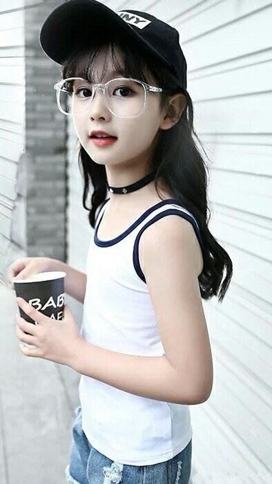 爸爸去哪儿网友吐槽_8岁小仙女裴佳欣撞脸杨幂,美翻众网友连王思聪都来关注