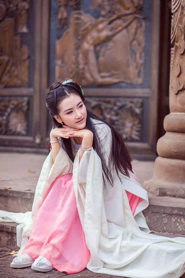 淫老婆影院_某天,唐中宗的老婆韦后皇后当腻了,想当武则天第二,她便毒死唐中宗.