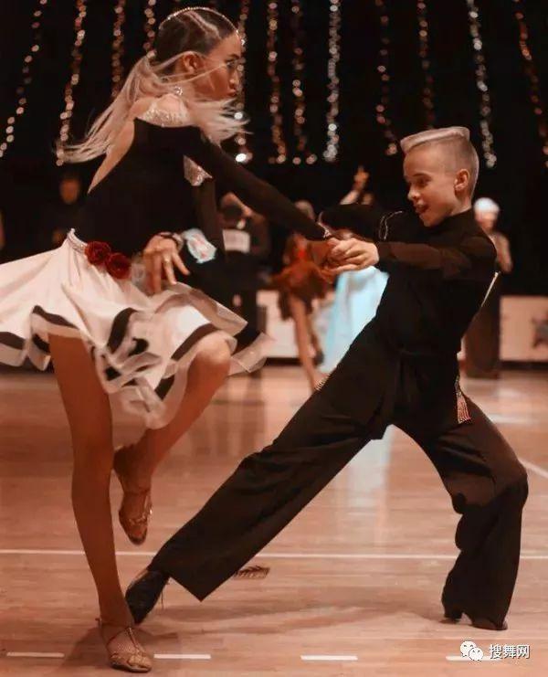 哈萨克斯坦wdc体系 少儿拉丁舞14岁以下组冠军 助教「叶戈尔,维她图片
