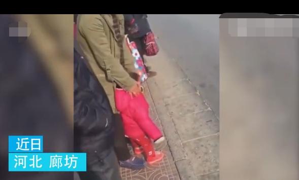 父亲幼女乱来_父亲当街脚踏掌掴亲生幼女被警方控制 女童无大碍