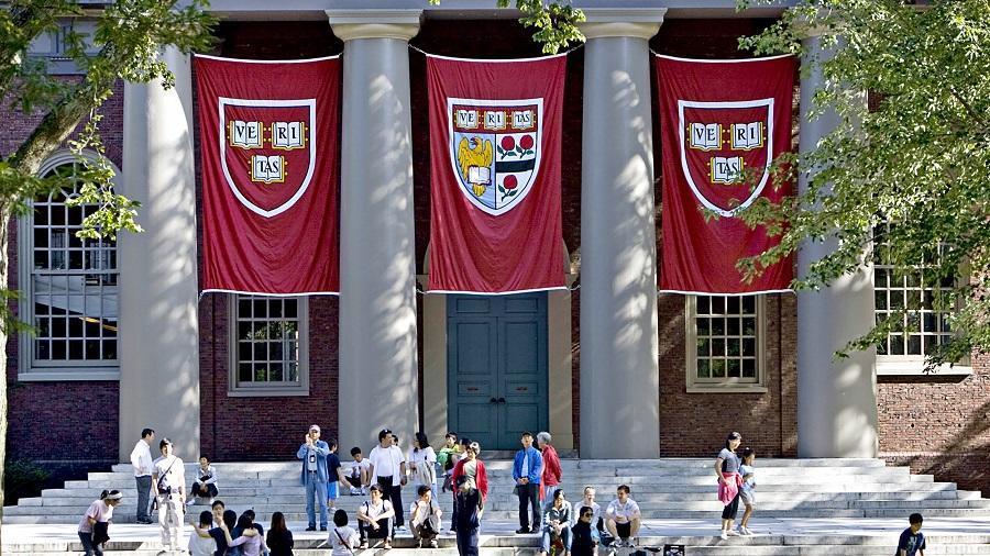 亚裔学生起诉哈佛招生歧视 哈佛迫不得已交出学生资料