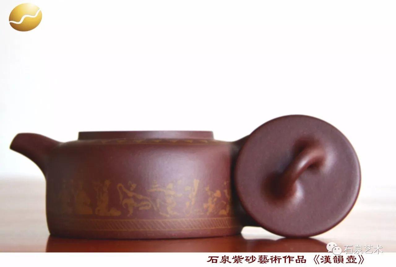 据《闽通志》载,唐末在凤凰山开辟山地种茶,初为研膏茶,宋太宗产制龙凤茶,宋真宗以后改造小团茶,成为名扬天下的龙团凤饼.