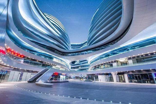 大剧院是哈尔滨标志性建筑,依水而建,与哈尔滨文化岛的定位和设计相图片
