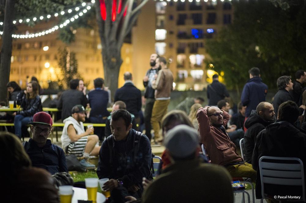 巴黎是一场不会散场的盛宴,即便渐入黑夜,这里的狂欢仍在继续