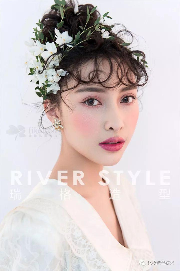 时尚 正文  时尚新娘创意鲜花造型,惊艳了整个秋冬多彩的世界 格外图片