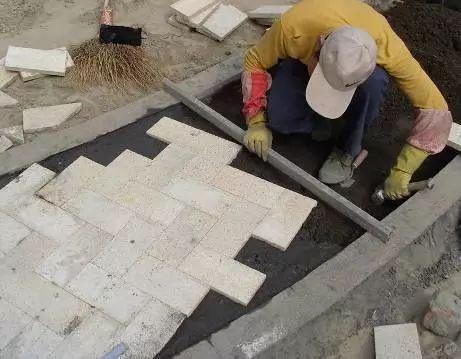 园林道路石材铺装全过程施工工序图解及常见问题