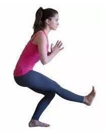 瑜伽动作二:鸽子式半蹲 左右3-5次 每次保持20-40秒图片