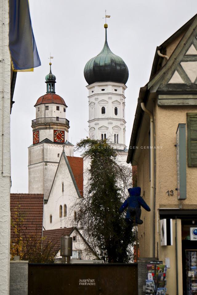 真的泰迪熊在德国,叫史黛芙金耳扣,你抱的可能都是假的